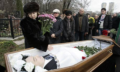Magnitsky's Widow at Magnisky's Burial