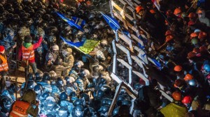 Riot police storms barricade of proteste