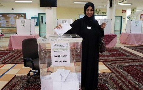 women-vote-saudi-elections-2015
